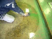 1.ホンダカーズ福岡 工場床塗装 表面油除去