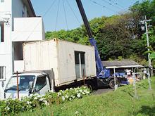 太宰府市老人ホーム コンテナ塗装工事 コンテナ移動中