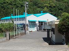 長崎県対馬市 福岡魚函株式会社様 工場塗装 入口施工後