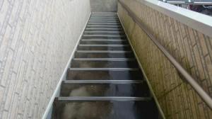 佐賀県 中田様所有 アパート 階段 高圧洗浄施工前