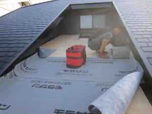 ガルバニウム鋼板 屋根葺き替え工事 ルーフィング施工状況