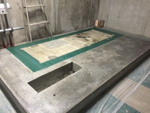 太宰府市 太宰府市役所 機械室床 塗装工事 下塗り完了