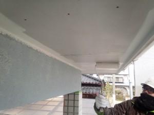 佐賀県 中田様邸 軒天塗装 上塗り1回目施工中