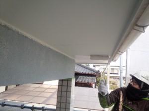 佐賀県 中田様邸 軒天塗装 上塗り2回目施工中