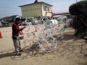 太宰府市 ちいさこべ幼稚園 遊具 塗装工事 下塗り施工中