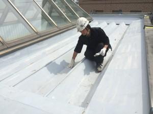 福岡県 宗像市 竹田ビル 屋根塗装工事 下塗り施工中