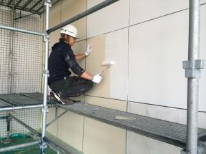 福岡県 宗像市 竹田ビル 壁塗装工事 下塗り施工中