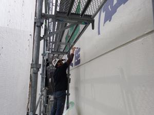 福岡市 東区 カガミ産業 文字カッティングシール貼り工事 施工中
