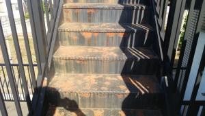 春日市 塗装工事 バジェットホテル 階段塗装 施工前