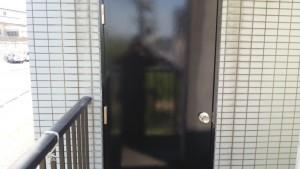 春日市 塗装工事 バジェットホテル ドア塗装 完了