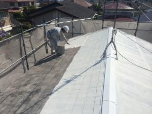 宇美町 塗装工事 K様邸 屋根 遮熱下塗り施工中