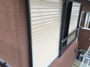 宇美町 塗装工事 K様邸 雨戸 中塗り完了