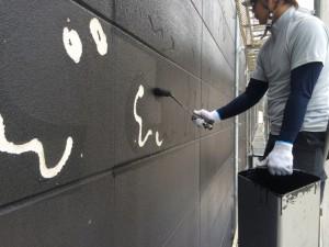 福岡市 レッドキャベツ福岡空港店 外壁 塗装工事 中塗り