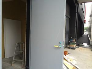 福岡市 塗装工事 スチールドア 施工前