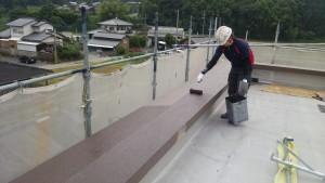 筑紫野市 JA阿志岐支店 塗装工事 パラペット 上塗り2回目施工中