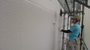 筑紫野市 JA阿志岐支店 塗装工事 外壁 上塗り2回目 施工中