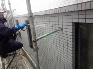 春日市 塗装工事 バジェットホテル タイル高圧洗浄 施工中