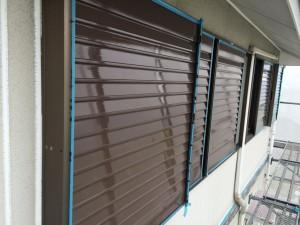 筑紫野市 F様邸 塗装工事 雨戸 上塗り1回目 完了