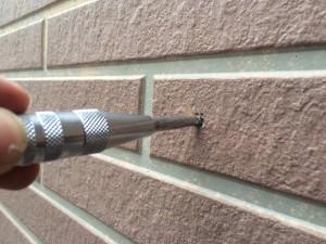 サイディング外壁 釘打ち込み 施工中