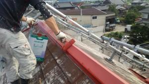 久留米市 アイゼン通運 塗装工事 屋根 棟板金 上塗り1回目 施工中