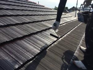 大野城市 塗装工事 I様邸 屋根 遮熱マイティーシリコン 1回目施工中