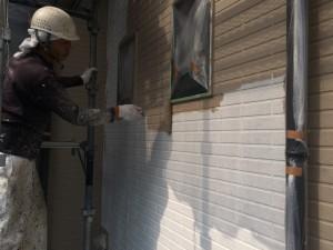 大野城市 塗装工事 I様邸 タイル模様壁 目地色 上塗り塗装 1回目
