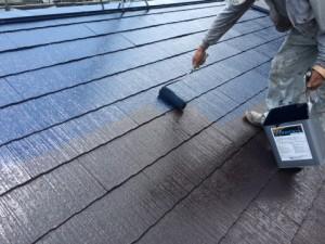 筑紫野市 F様邸 塗装工事 屋根 上塗り施工中