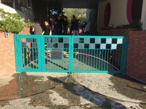 太宰府市 塗装工事 水城幼稚園 門扉塗装 完了