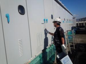 福岡市 博多区 センタープレイス 塗装工事 屋上キューピクル 中塗り 施工中
