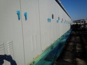 福岡市 博多区 センタープレイス 塗装工事 屋上キューピクル 上塗り 施工中