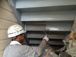 太宰府市 塗装工事 ロイヤル桜町 鉄骨階段 錆止め施工中