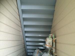 太宰府市 塗装工事 ロイヤル桜町 鉄骨階段 上塗り1回目 完了