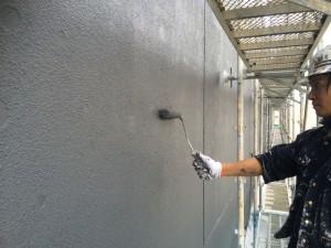 福岡市 博多区 塗装工事 レッドキャベツ月隈店 外壁一部塗装工事 上塗り施工中