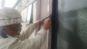 福岡市博多区 FMT 塗装工事 シーリング撤去施工中