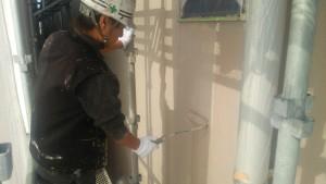 福岡市博多区 FMT 塗装工事 外壁 下塗り施工中