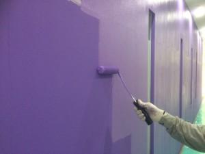 福岡市中央区 塗装工事 ミーナ天神 内部壁塗装 水性ケンエース2回目 施工中