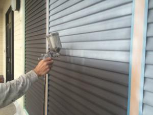 宗像市 塗装工事 雨戸 下塗り 吹き付け塗装