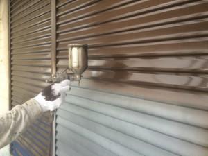 宗像市 塗装工事 雨戸 上塗り 吹き付け塗装 1回目