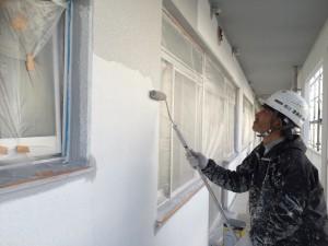 太宰府市 塗装工事 サンケア太宰府 外壁 上塗り1回目