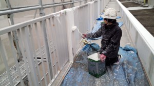 太宰府市 塗装工事 サンケア太宰府 大規模改修 外壁下塗り