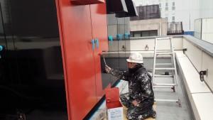 福岡市 博多区 博多駅前第2ビル 屋上 キューピクル 塗装工事  錆止め 施工中