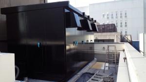 福岡市 博多区 博多駅前第2ビル 屋上 キューピクル 塗装工事  上塗り1回目 完了