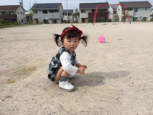 公園で砂遊び中のスミレさん♡