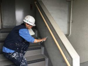 大野城市 塗装工事 リバーサイドシブタ 内部階段 壁 塗装工事 下地処理施工中