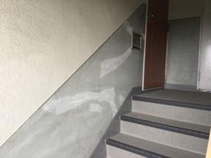 大野城市 塗装工事 リバーサイドシブタ 内部階段 壁 塗装工事 下地処理 完了