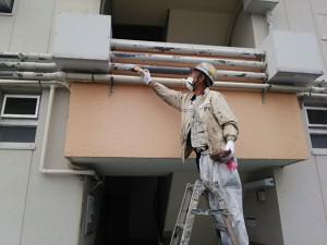 大野城市 塗装工事 Rマンション 配管 塗装工事 ケレン施工中