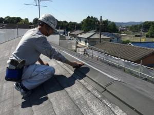 大野城市 塗装工事 Sアパート 屋根塗装 棟板金 ケレン施工中