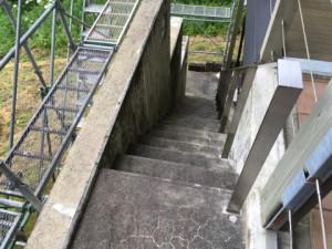福岡県 糸島市 塗装工事 雷山の森 別荘 階段 塗り床 施工前