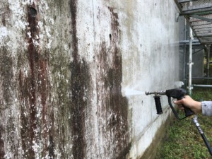 福岡県 糸島市 塗装工事 雷山の森 別荘 高圧洗浄施工中