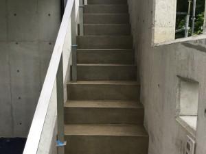 福岡県 糸島市 塗装工事 雷山の森 別荘 階段 塗り床 高圧洗浄完了